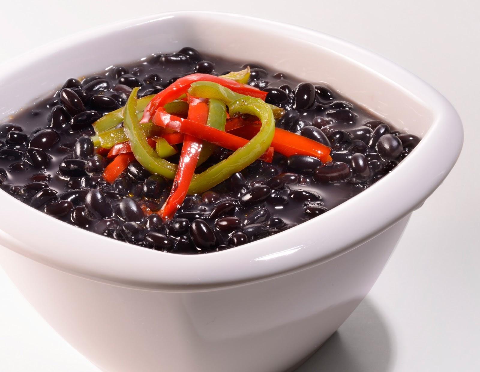 Frijoles negros con pimientos salteados