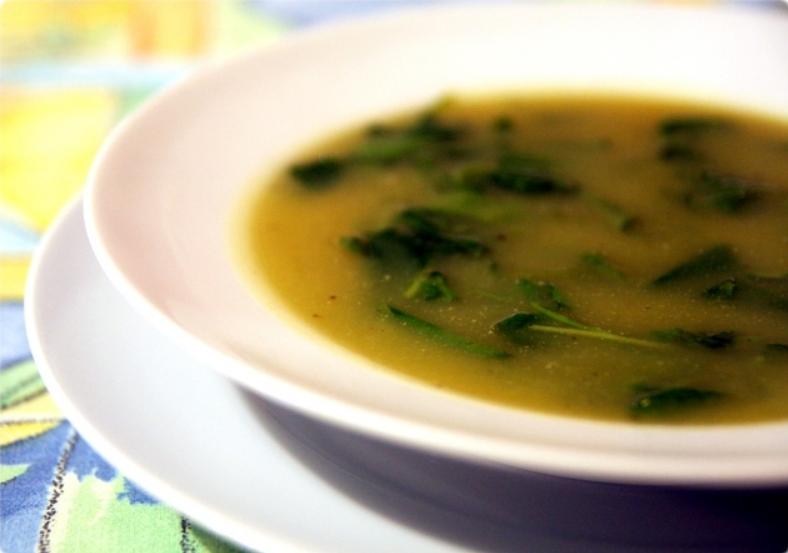 Sopa de batata y berros